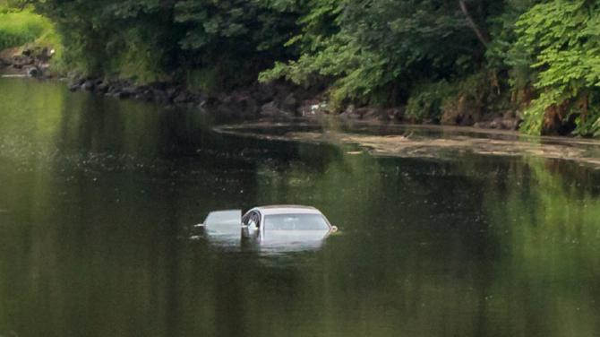 Vehicle recovered after 10 years underwater - Gladstone |Submerged Car